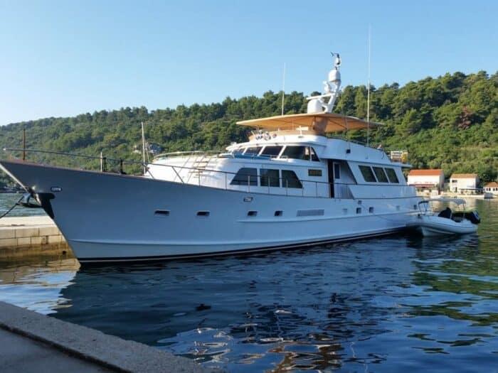broward-marine-30-charter-croatia-rental